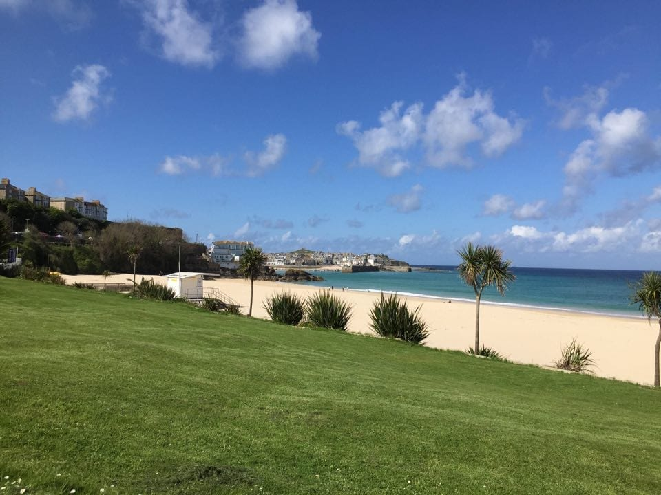 St Ives to Carbis Bay walk on the South West Coastal Path | The view of Porthminster beach from above in St Ives