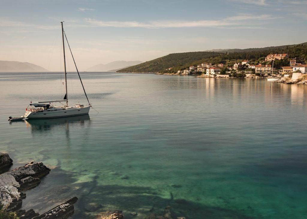 yacht, boat, fiscardo, fiskardo, kefalonia, where to stay in kefalonia, kefalonia hotels, resorts in kefalonia